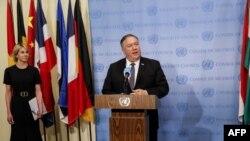 مایک پومپئو به همراه کلی کرافت، سفیر آمریکا در سازمان ملل
