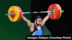 Қазақстандық ауыр атлет Нижат Рахимов Рио олимпиадасында штанга көтеріп жатқан сәт. 10 тамыз 2016 жыл.