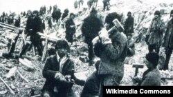 Заключенные ГУЛАГа (архивное фото)