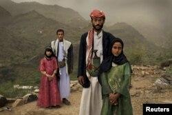 """Получившая множество премий фотография американского репортера Стефани Синклер, сделанная в Йемене в 2010 году: """"Девочки-невесты: слишком юные для свадьбы"""""""