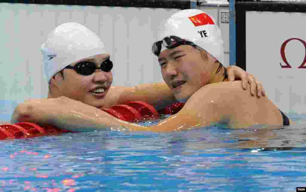 28 июля 16-летняя Е Шивень выиграла финальный заплыв на 400 метров комплексным плаванием, побив мировой рекорд более чем на секунду. 31 июля она стала чемпионкой на дистанции 200 метров. Предположения, что Е Шивень употребляла допинг, не подтвердились.