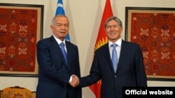 Атамбаев менен Каримов ШКУ саммитинде, Бишкек, 12-сентябрь, 2013
