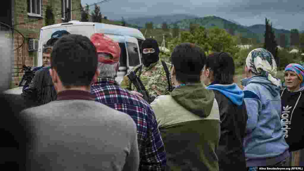 Обыски в доме крымского татарина Тороза Юсуфа, село Морское, 8 мая