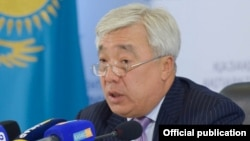 Министр иностранных дел Казахстана Ерлан Идрисов в Службе центральных коммуникаций. Астана, 27 декабря 2015 года.