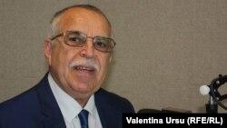 Victor Boștinaru în studioul Europei Libere la Chișinău