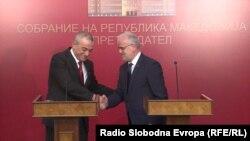 Претседателот на Собранието на Албанија Грамоз Ручи и претседателот на македонското Собрание Талат Џафери