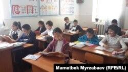 Ош. Мектеп окуучулары.