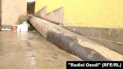 Дүйшөмбүнүн батыш тарабындагы үйлөрдү аралап өткөн газ түтүгү.