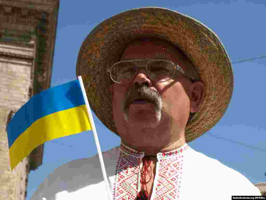 День Державного Прапора України, з 2004 року, відзначається 23 серпня.
