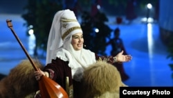 Участница церемонии открытия Универсиады в Алматы. 29 января 2017 года.