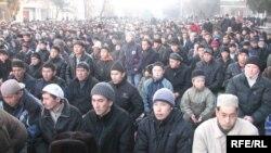 Бишкектин эски өкмөт аянтындагы Курман айт майрамдык намазы