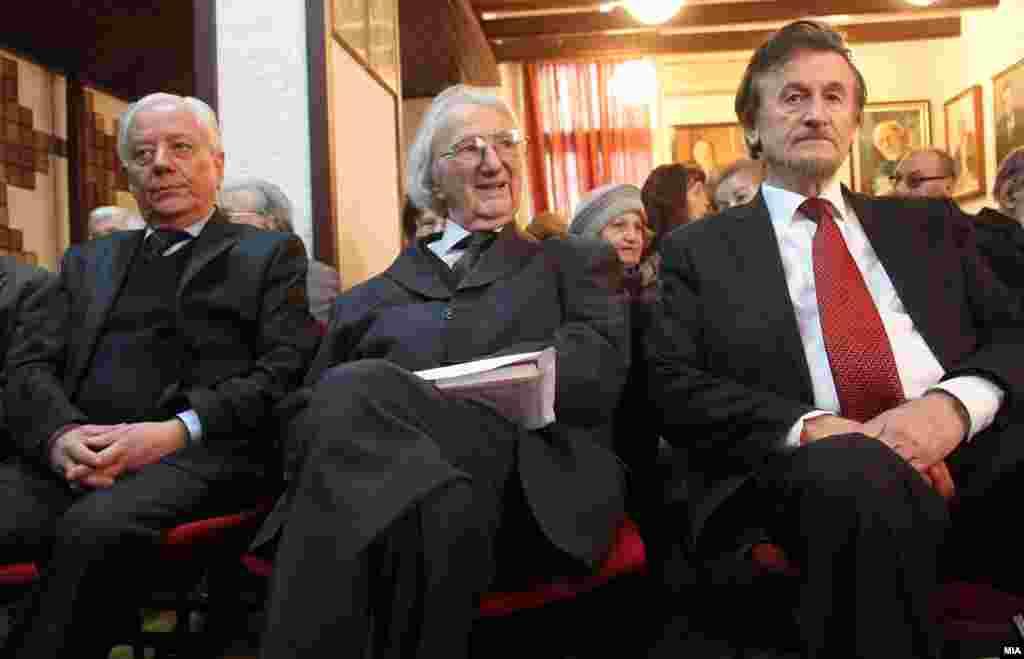 МАКЕДОНИЈА - Во 89-тата година од животот почина истакнатиот македонски поет и академик Матеја Матевски.