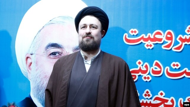 Hassan Khomeini, the grandson of late Iranian supreme leader Ayatollah Ruhollah Khomeini, arrives to registers his candidacy at the Interior Ministry during the registration for the elections to the Assembly of Experts in Tehran on December 18.