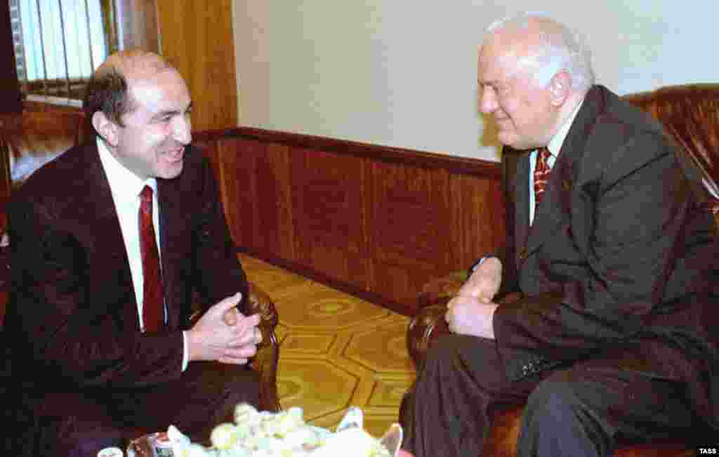 CIS Executive Secretary Boris Berezovsky (left) with Georgian President Eduard Shevardnadze in Tbilisi on May 14, 1998.