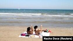 Maske na Malvarosa plaži u Valenciji