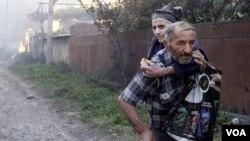 Грузинские села в зоне конфликта, по словам очевидцев, сначала полностью грабились вооруженными формированиями, а потом сжигались