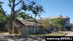 Так выглядит один из дворов на улице имени юного героя Крымской войны Коли Пищенко