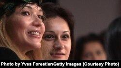 Гульнара Каримова (слева) с Гаяне Авакян на показе мод в Ташкенте, 12 октября 2010