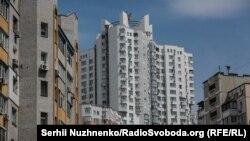 Житловий комплекс на вулиці Срібнокільська