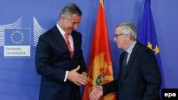 Претседателот на Европската комисија Жан Клод Јункер за време на средбата со црногорскиот премиер Мило Ѓукановиќ.