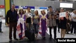 Делегатов VI курултая Всемирного конгресса татар встречают в Международном аэропорту Казани