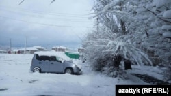 Снег в Караколе. 11 апреля 2018 года.