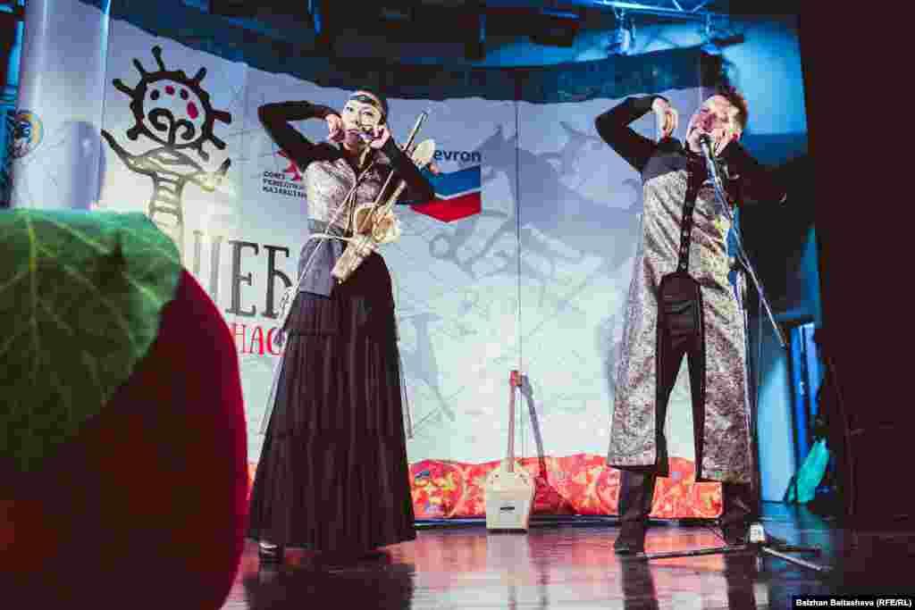 Для гостей выступала алматинская группа «Аркаим».