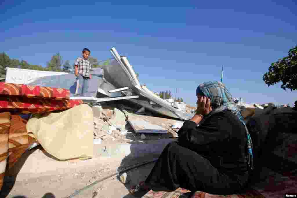Израильская армия во вторник утром снесла пять домов, которые власти страны считают построенными нелегально. Три снесенных строения были построены при поддержке Европейского Союза