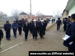 Представители ДУМУ посетили дома жителей Намангана, родственники которых значатся в списке лиц, которые могли находиться в сгоревшем в Казахстане автобусе.