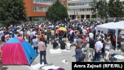Opponents against the amnesty law organize petition drive in Pristina on July 11.