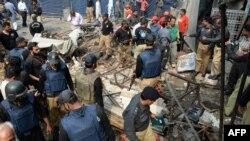 Pamje pas një shpërthimi të mëparshëm në Lahore të Pakistanit