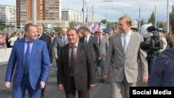Олег Войнов (в центре)