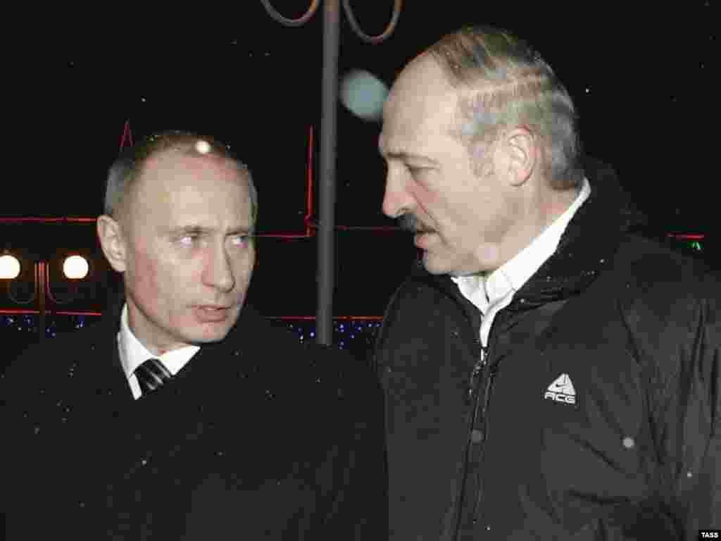 Минск - Бархе аз коршиносон ҳадс мезананд, ки Путин раҳбари Иттиҳоди Русияву Белорус мешавад