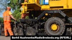 Ремонт дороги на Украине (архивное фото)