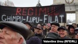 La unul din protestele antiguvernamentale