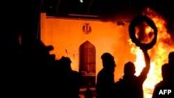 27-nji noýabrda Najaf şäherinde protestçiler Eýranyň konsulhanasyny otladylar.