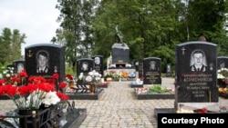 Могили моряків «Курська»