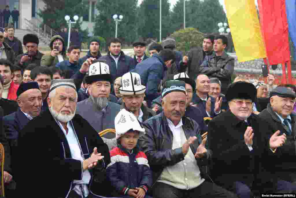 Делегация из Кыргызстана в составе 130 человек посетила культурные достопримечательности города и приняла участие в культурных мероприятиях.