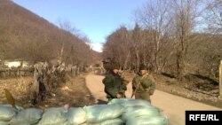 Примерно месяц назад российские солдаты на 200 метров приблизили к селу Переви свой КПП. Местных жителей это сильно обеспокоило, но грузинские власти почему-то предпочитают об этом молчать