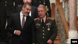 Թուրքիայի ԶՈւ ԳՇ պետ Հուլուսի Աքար (աջից) և MIT տնօրեն Հաքան Ֆիդան, արխիվ