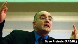 Oko Slavka Perovića, Liberala i Cetinja bili su okupljeni intelektualci, novinari, javni djelatnici i građani koji su se protivili ratovima koje su Srbi, SRJ u njoj i Crna Gora vodili na prostoru ex YU.