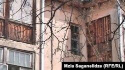 დაზიანებული შენობა ვალეში
