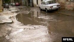 «Kanalizasiya pis işləyir, yağış yağan kimi belədir»