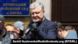 Адвокати Порошенка в суді закликали допитати Корецького