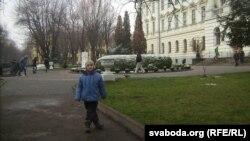 Сын Барыс у паездцы ў Львоў, сьнежань 2015-га