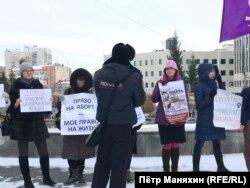 Пикет феминисток в Новосибирске