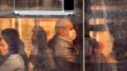 عکسی از مسافران اتوبوس شهری در تهران، ۵ اسفند ۹۸