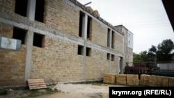 Строительство здания у склепа Деметры в Керчи. 18 мая 2018 года