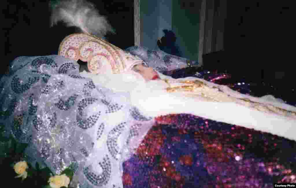 Әнші «Күрең күзде» бақиға сапар шекті. - Ақбаян әнші 2000 жылдың 27-қарашасында көлік апатынан көз жұмды.