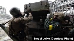 «Кіборги» (українські солдати, які захищають донецький аеропорт), автор фото Сергій Лойко